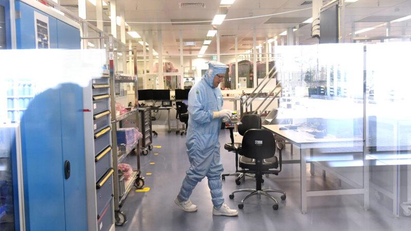 EUV光刻机成科技战杀手锏 荷兰承诺不售与中共