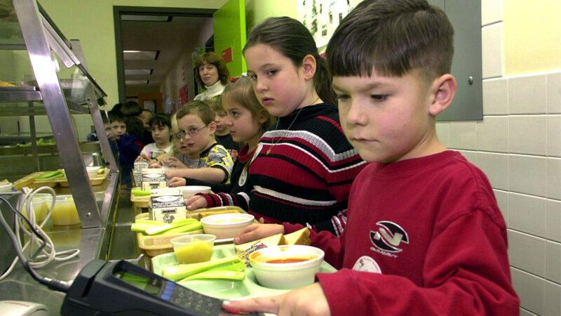 全美首例 加州将为所有公立学校供免费午餐