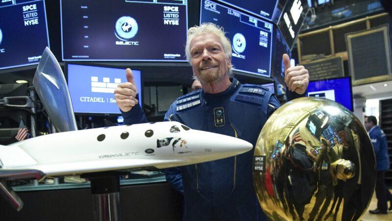 维珍银河创始人飞入太空 明年或带客户兜风