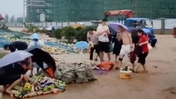 【今日點擊】康師傅倉庫坍塌 民眾不顧水災瘋搶飲料