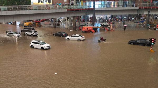 河南洪水泡塌民房 多人被埋 仅救出一女婴