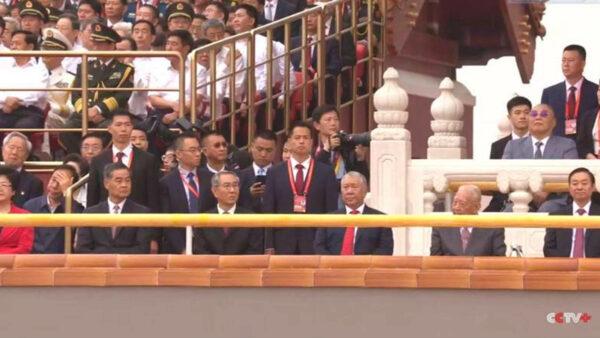 中共党庆无视疫情 7万人不戴口罩齐聚天安门