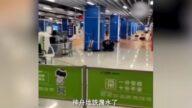 滾滾洪流灌入廣州地鐵 乘客驚逃