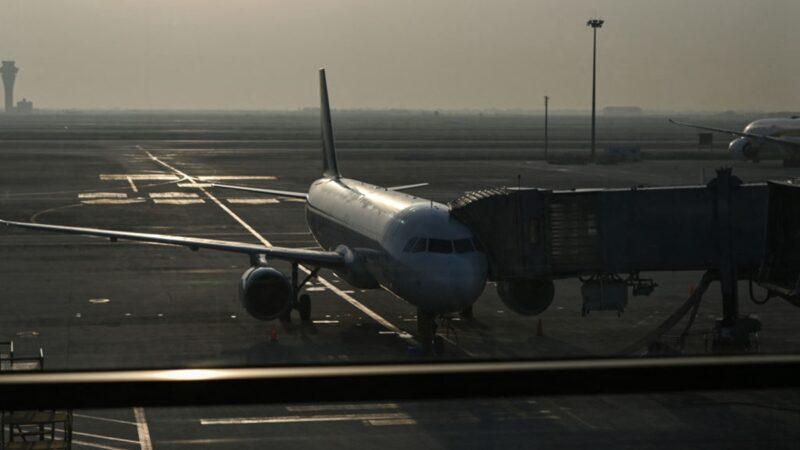"""台风""""烟花""""来袭 上海、杭州、宁波2,870次航班取消"""