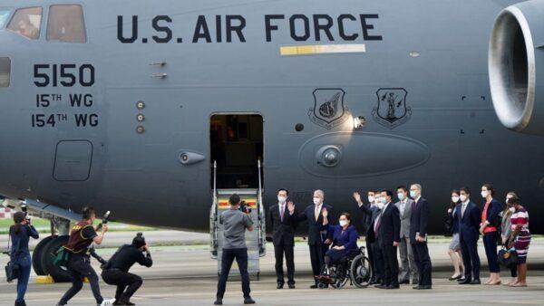 美軍機突然赴台 陸網友諷中共:只會嘴炮、窩囊!