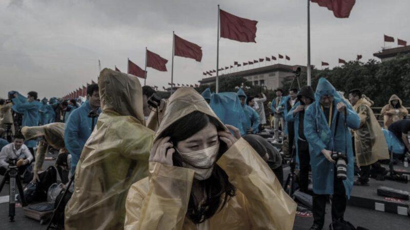 北京党庆活动挨雨浇 风雨雷电冰雹预警齐发(视频)