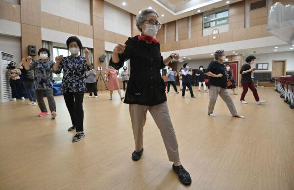 韩疫情新增1378例创新高 首都圈防疫升至最高级