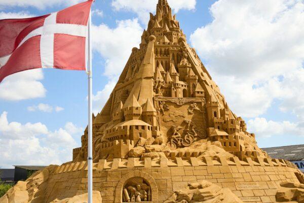 世界最高沙雕城堡21米高 灵感来自疫情
