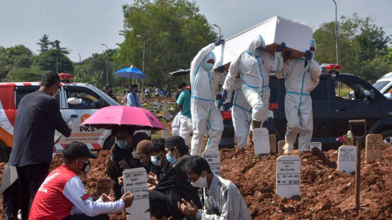 印尼疫情严峻8天增30万确诊 单日死亡全球最高(组图)