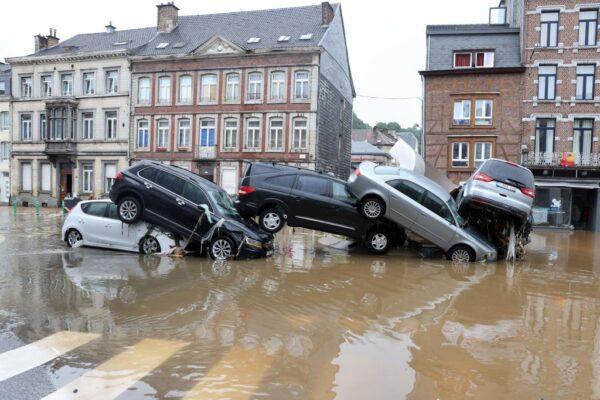 比利时罕见豪雨成灾 数千房屋受损(组图)
