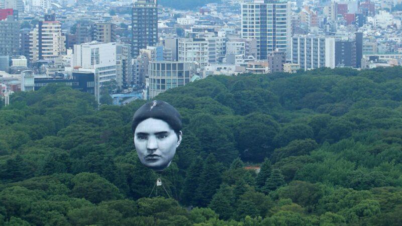 东京奥运临近 赛场上空浮现巨型人脸