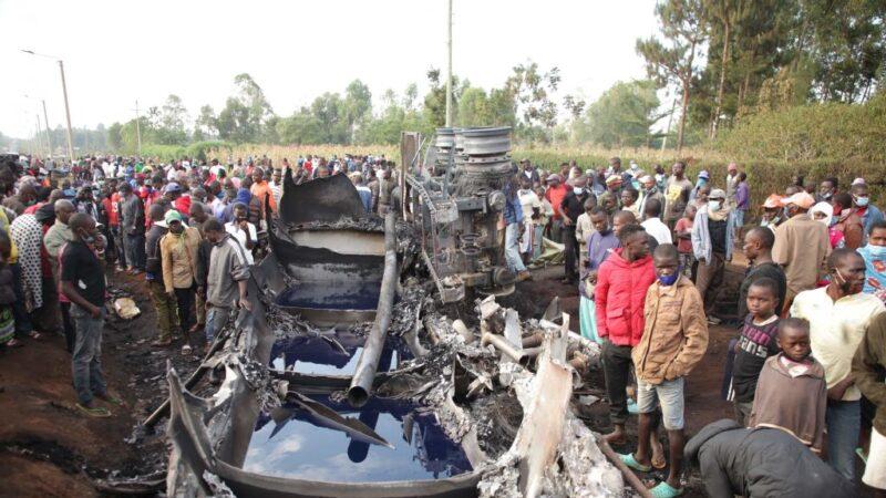 肯尼亚油罐车爆炸 巨大火球吞噬抢油民众至少13死