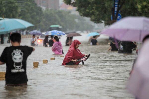 水淹地铁5号线 河南女主持人求救视频曝光
