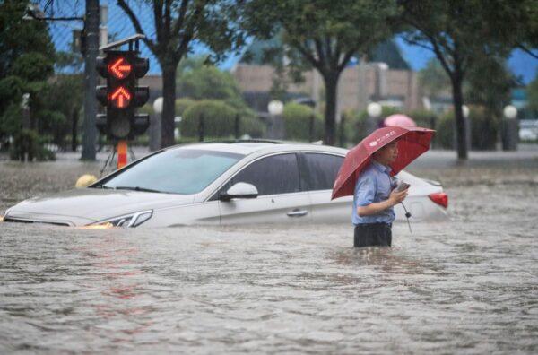 郑州暴雨天灾还是人祸 不同官媒报导不同调