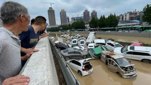 郑州隧道拖出200多辆车 遇难人数疑成国家机密