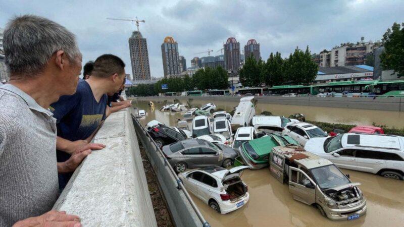 """官媒称郑州暴雨""""千年一遇"""" 被怒呛:甩锅老天爷?"""