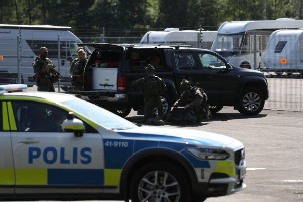 瑞典2囚犯拿刮鬍刀挾持獄警 勒贖20個披薩和直升機