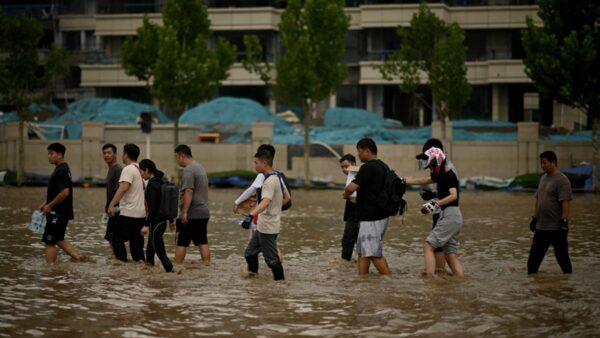 河南一發改委副主任被洪水沖走 公路女職工遇難