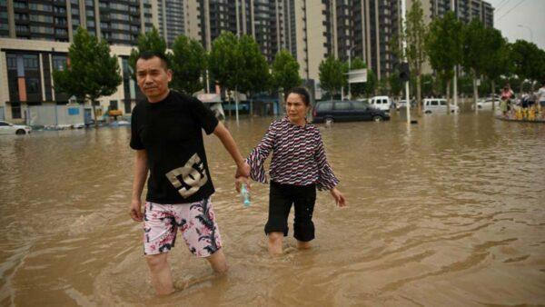 停电停水无网络  水灾后的郑州仿佛回到二十年前