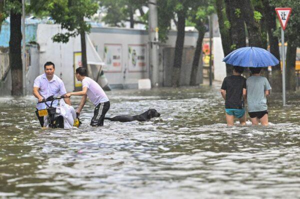 台风烟花直扑浙江 3因素组合极端危险(组图)