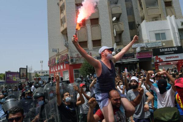 防疫失當引發街頭抗議 突國總統開革總理
