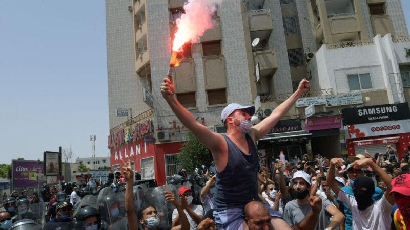 防疫失当引发街头抗议 突国总统开革总理