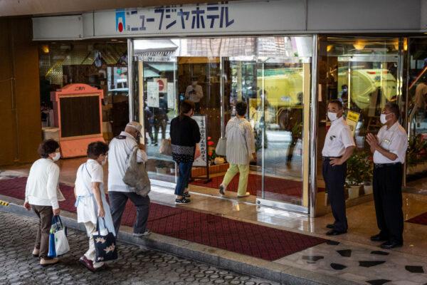 日本热海土石流7死27人失踪 近500灾民入住饭店