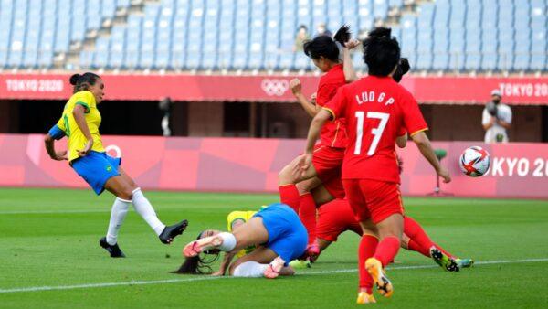 """中国女足遭遇""""开门黑"""" 奥运首战0-5惨败巴西"""