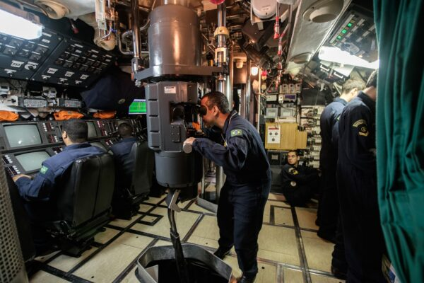 https://www.gettyimages.com/detail/news-photo/the-submarine-commander-watches-through-the-periscope-of-news-photo/495437925