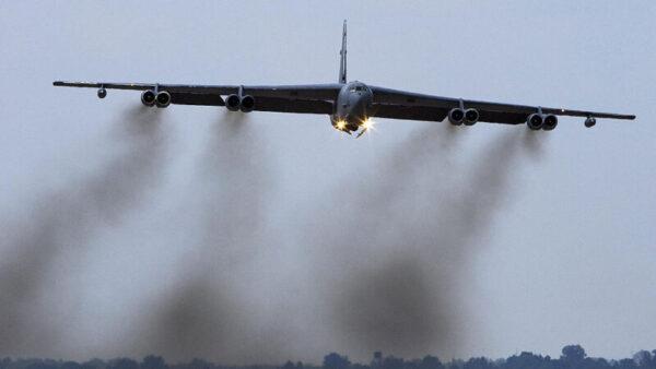 劍指中共 美B-52H轟炸機進駐關島