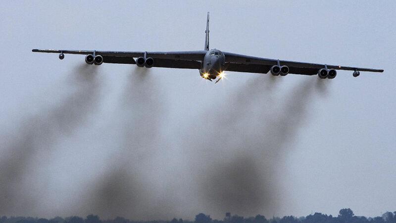 剑指中共 美B-52H轰炸机进驻关岛