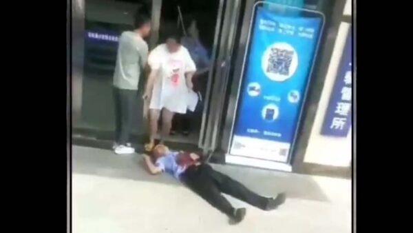 重慶男持刀闖車管所 致公安1死2傷(視頻)