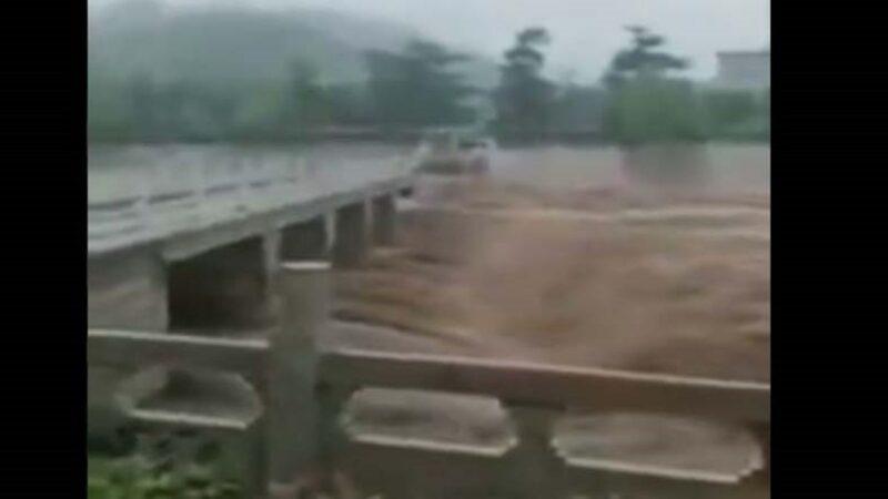 繼鄭州後河北邯鄲亦遭洪水漫灌 大橋垮塌
