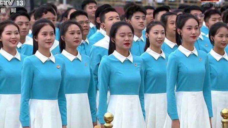 """讽美女党庆日""""争相献祭"""" 女记者微博账号被封"""