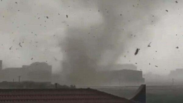 河北保定突遭龍捲風襲擊 至少2死(視頻)