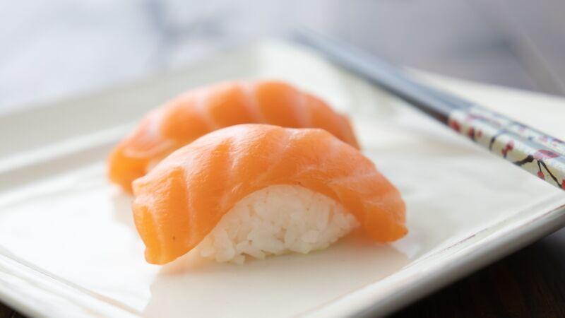 日捕獲深海「鮭魚握夀司」? 網友:流口水了