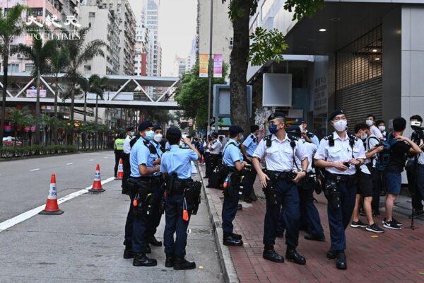香港七一遊行被禁 逾萬港警戒備 鄒幸彤再被捕