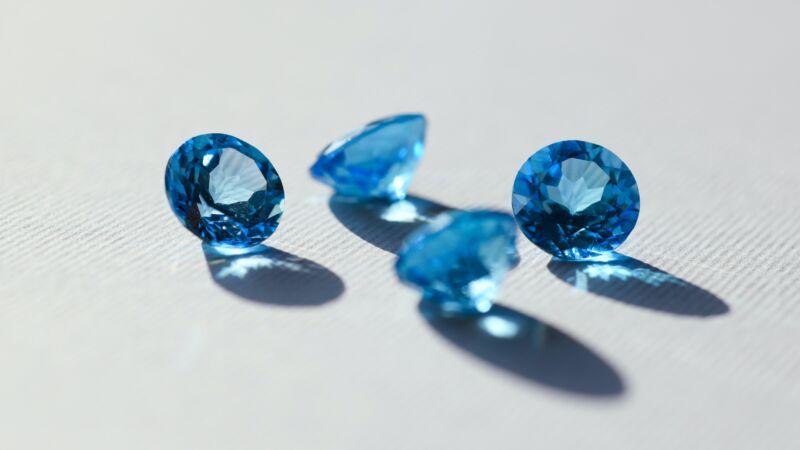 250萬克拉!男子後院挖出世界最大星光藍寶石