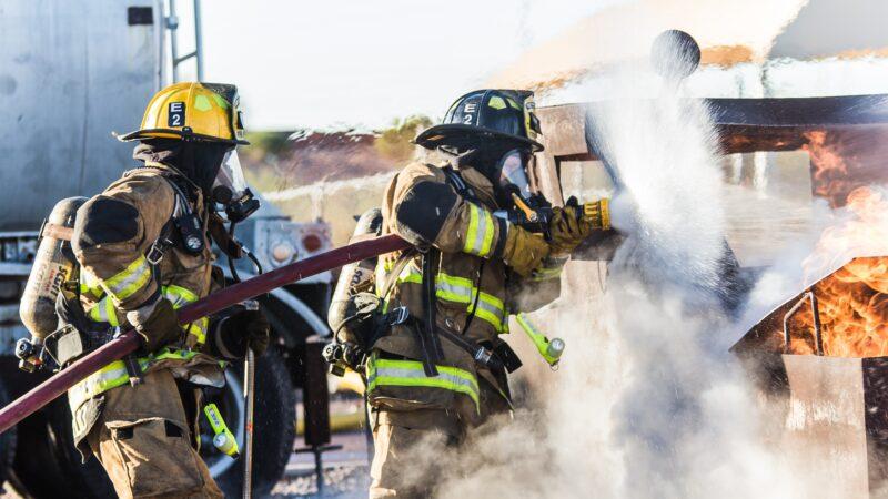 消防员遇难 2天后女儿毕业典礼惊现这一幕