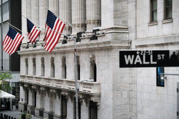 華爾街大型銀行大幅加薪 招攬年輕人才