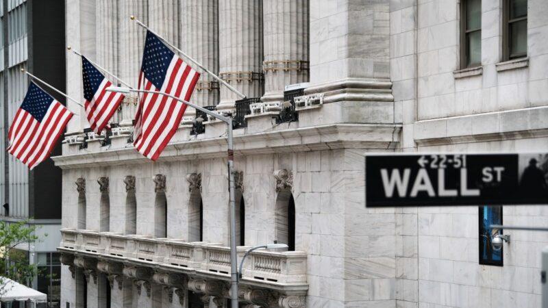华尔街大型银行大幅加薪 招揽年轻人才