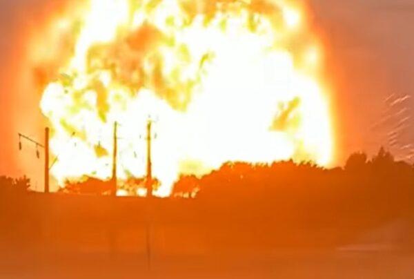 """哈萨克弹药库爆炸现""""蕈状火球"""" 酿9死90伤4失踪"""