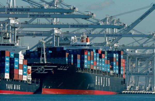 中國至美國集裝箱運費漲至逾兩萬美元