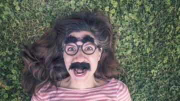 眉毛长人长寿 这几个特点也是长寿象征