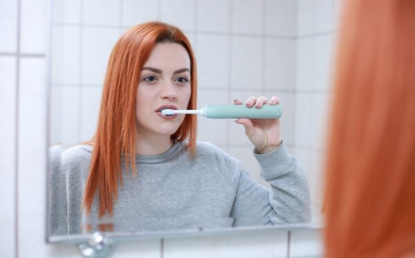 为啥天天刷牙 牙齿还会变黄?