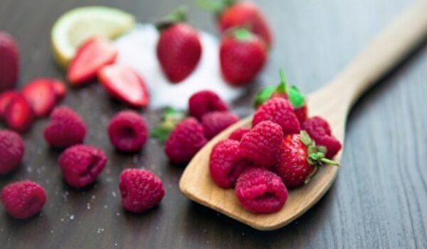 三個簡單的夏季水果甜點食譜
