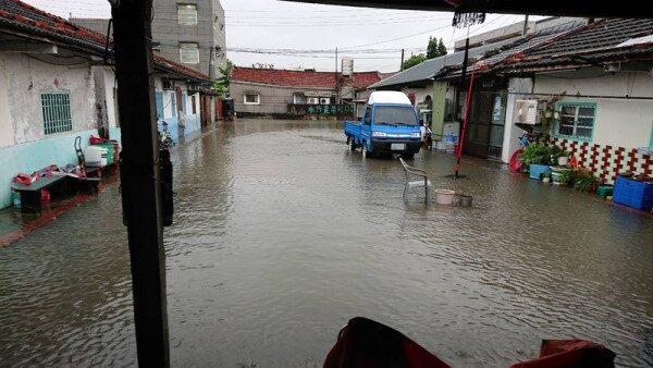 雨勢又快又急 雲林沿海淹水 北港12時後停班停課