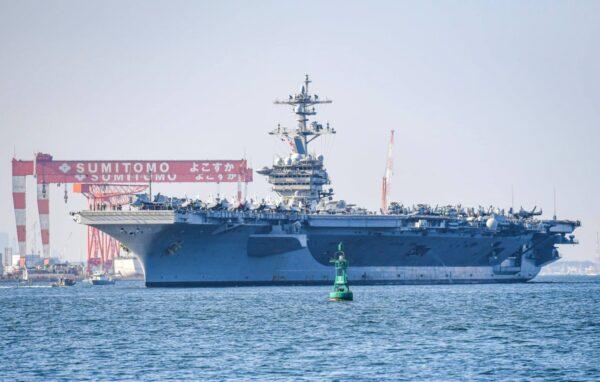 牵制中共 睽违18年美航母卡尔文森号泊靠横须贺