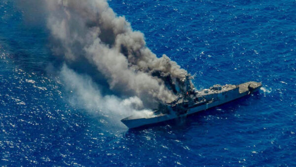 美海军显示高端战斗力 实演击沉敌舰