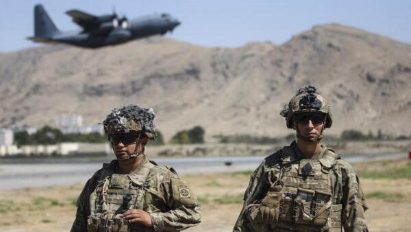 保持高度警惕 美軍繼續進行喀布爾撤離行動